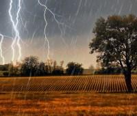 """Непогода на Херсонщине повредила дома и """"отрезала"""" от света три села"""