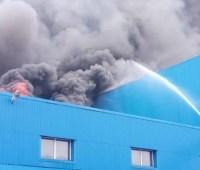 В Днепре ликвидировали пожар на бумажном заводе
