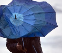Украинцам на выходные обещают мокрый снег и до 15° тепла
