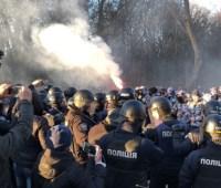 Нацкорпус бросает файеры в Виннице - прорывается к Порошенко