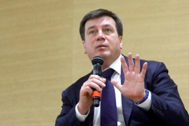 Кабмин не уйдет в отставку, пока в парламенте есть коалиция - Зубко