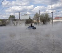 В Харькове прорвало трубу теплосети: по улицам течет кипяток