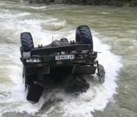 На Прикарпатье грузовик с туристами сорвался в реку, есть погибшие