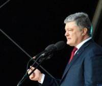 Порошенко о переговорах в Минске: Выходит, украинская сторона становится на колени?