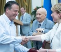 В Киеве вручили госпремии для молодых ученых и в области науки и техники