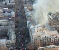 В сеть выложили снятое на дрон видео пожара в одесском колледже