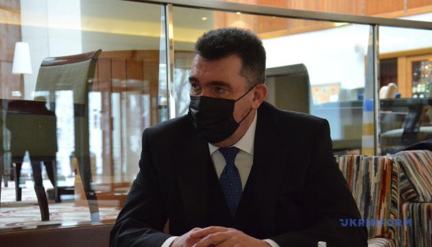 Проросійські телеканали в Україні є засобами масового знищення - Данілов