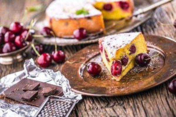 Beneficiile cireșelor - pandispan cu cirese