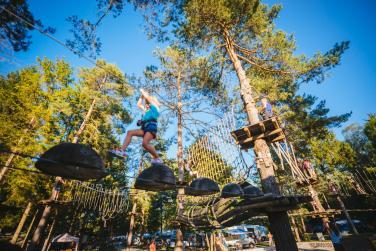 Družine pridružite se velikem adrenalinskem druženju v kampu Menina!