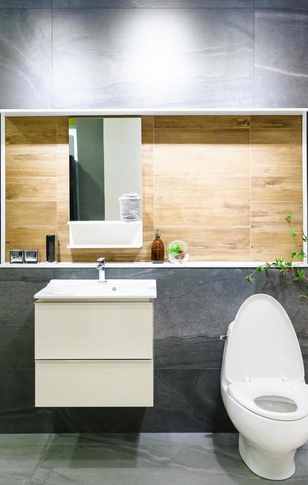 https fr vecteezy com photo 1884408 salle de bain grise et bois