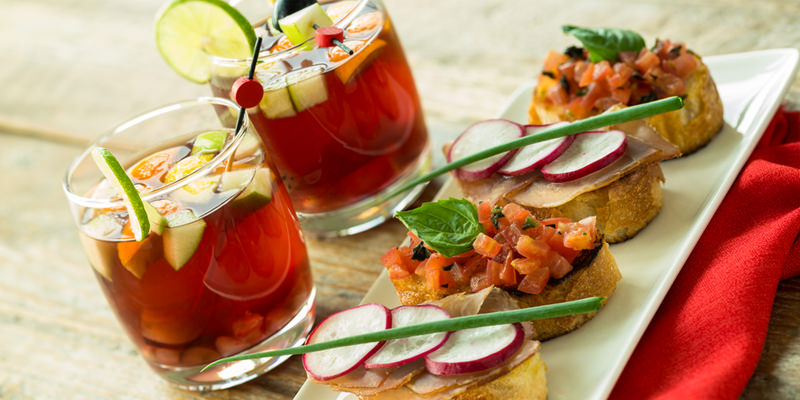 10 Heavenly Appetizer And Cocktail Pairings For The Perfect Wedding Reception