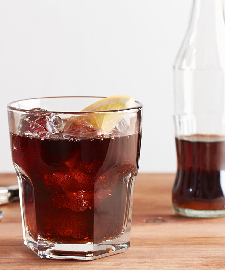The Best Cocktails to Order at a Basic Wedding Bar Kalimotxo
