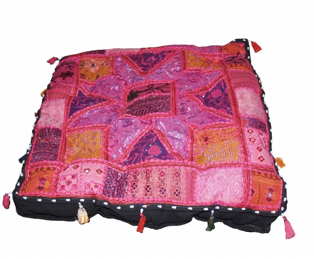 Kussen groot roze handgemaakt India met kwastjes  Merel