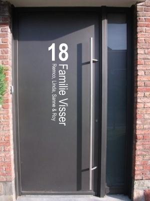 Voordeursticker huisnummer familienaam  namen