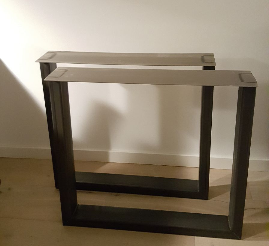 Tafelpoten model U 50100 set  Firma Hout  Staal