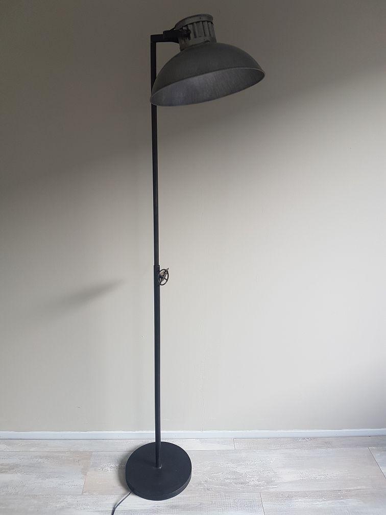 Vloerlamp industrieel  Firma Hout  Staal