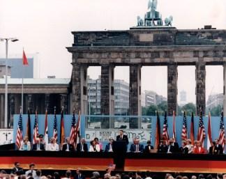 US-Präsident Ronald Reagan in West-Berlin bei seiner berühmten Ansprache 1987 | Przemówienie Ronalda Reagana podBramą Brandenburską w1987 roku.
