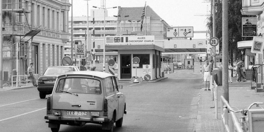 Der Checkpoint Charlie w1988 roku.
