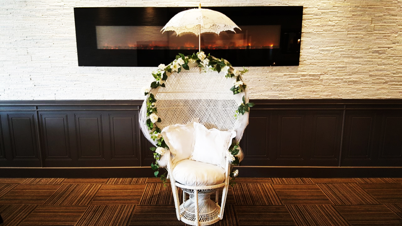 bridal shower chair rental wood folding montreal glam location decor