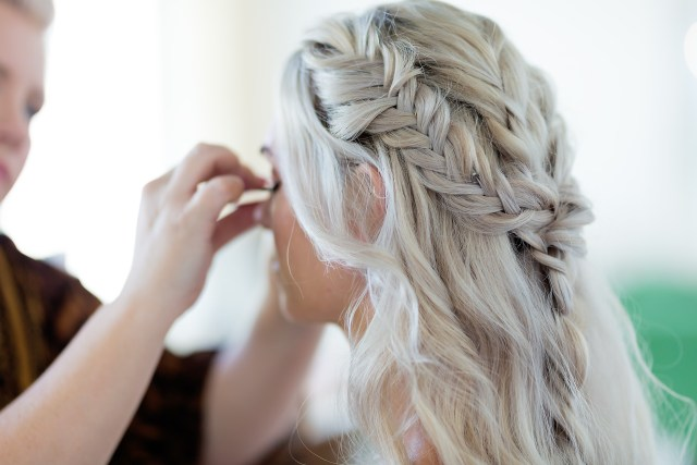 bridal hair accessories   bridesmaid hairstyles   gloss girl
