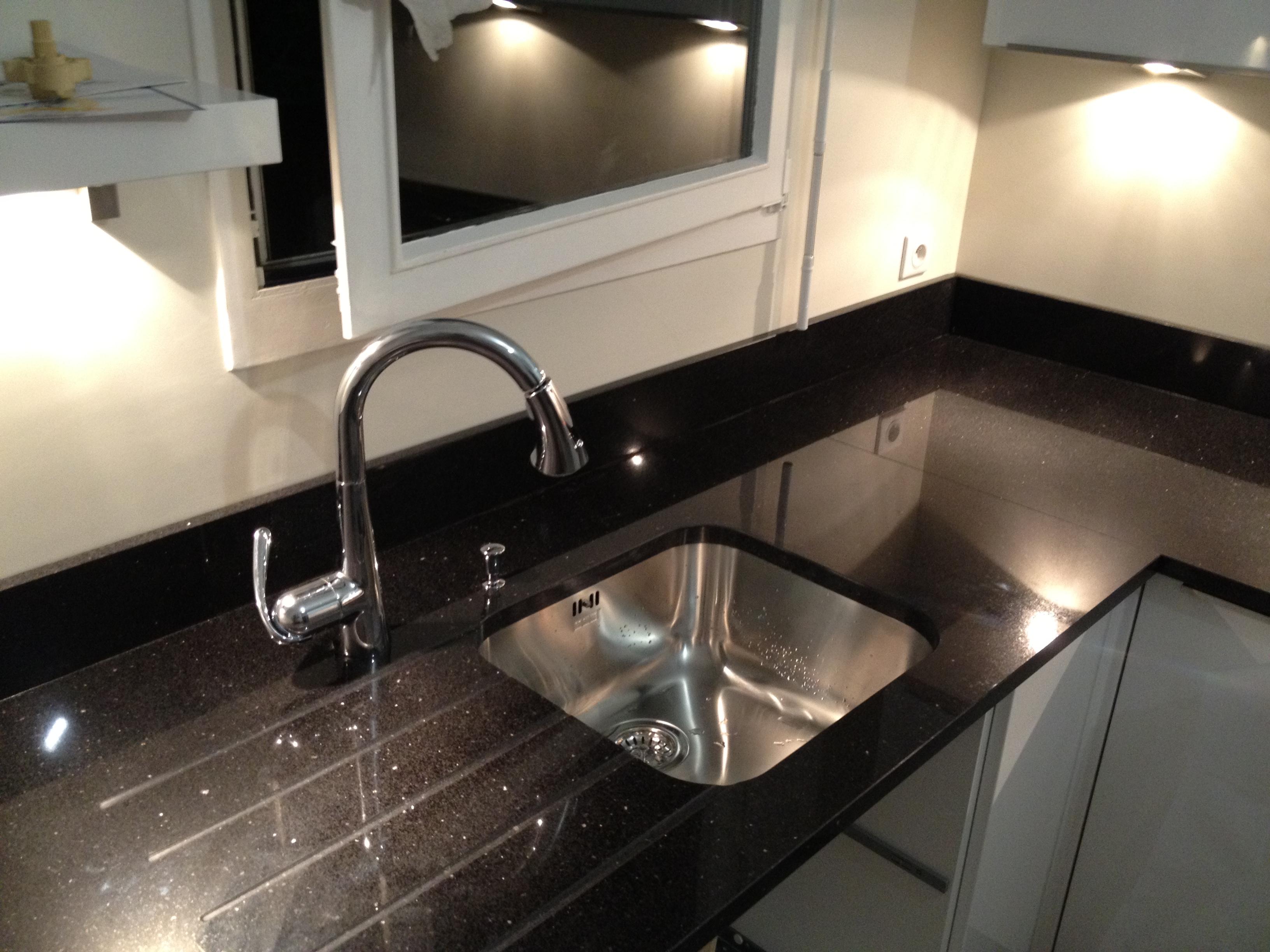 beautiful view images cuisine avec plan de travail en. Black Bedroom Furniture Sets. Home Design Ideas