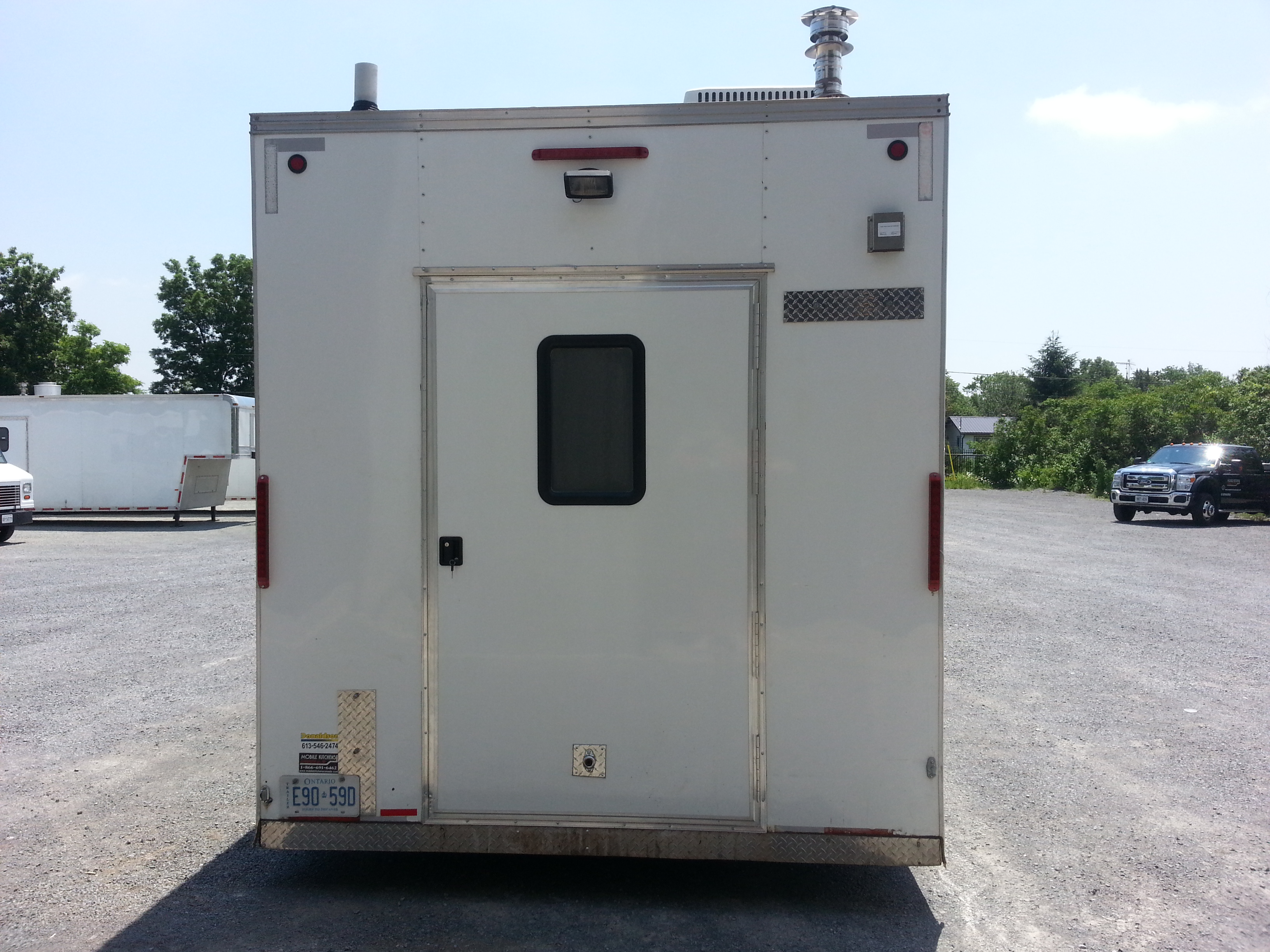 kitchen trailer tables round mobile kitchens canada weekly monthly yearly rentals 44