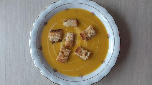 soupe potage potiron croutons pommes de terre crème lait