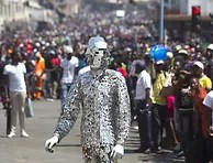 zim can3 perfomermer in suit made of glass
