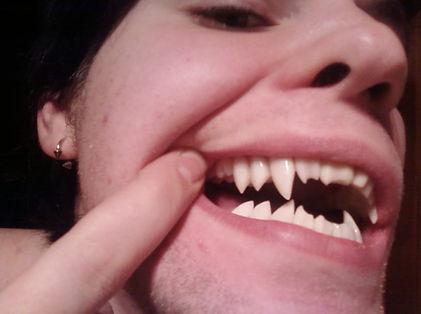 vampyric fangs