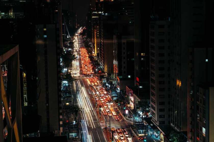 transito avenida paulista a noite
