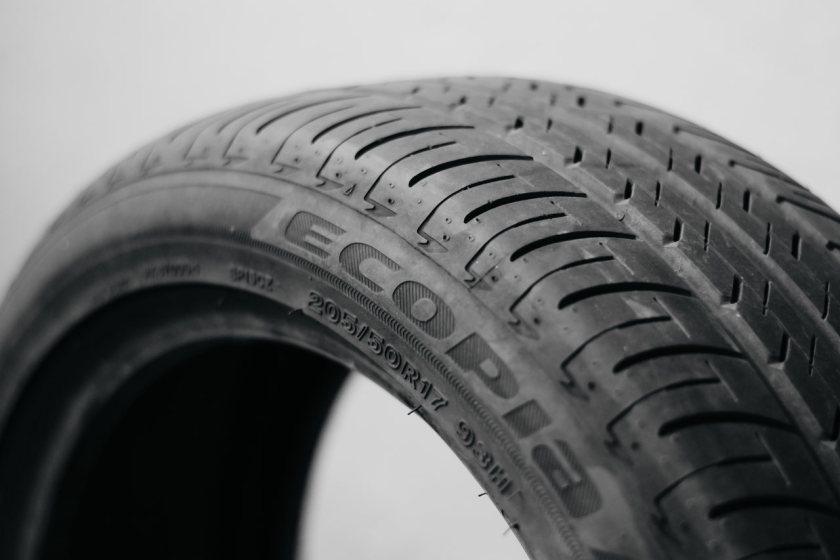 letras e numeros do pneu de carro
