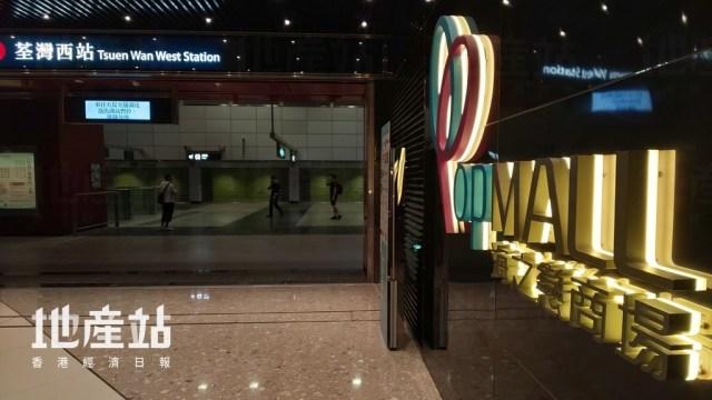 港鐵荃灣西站C出口可直接前往海之戀商場。