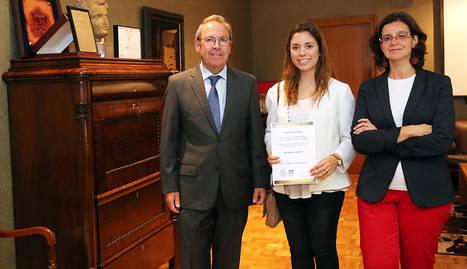 Virgilio Sagüés, Inés Gaviria y Mónica Herrero, en el acto de entrega del premio en Diario de Navarra.