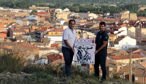 Representantes del congreso, con el cartel.