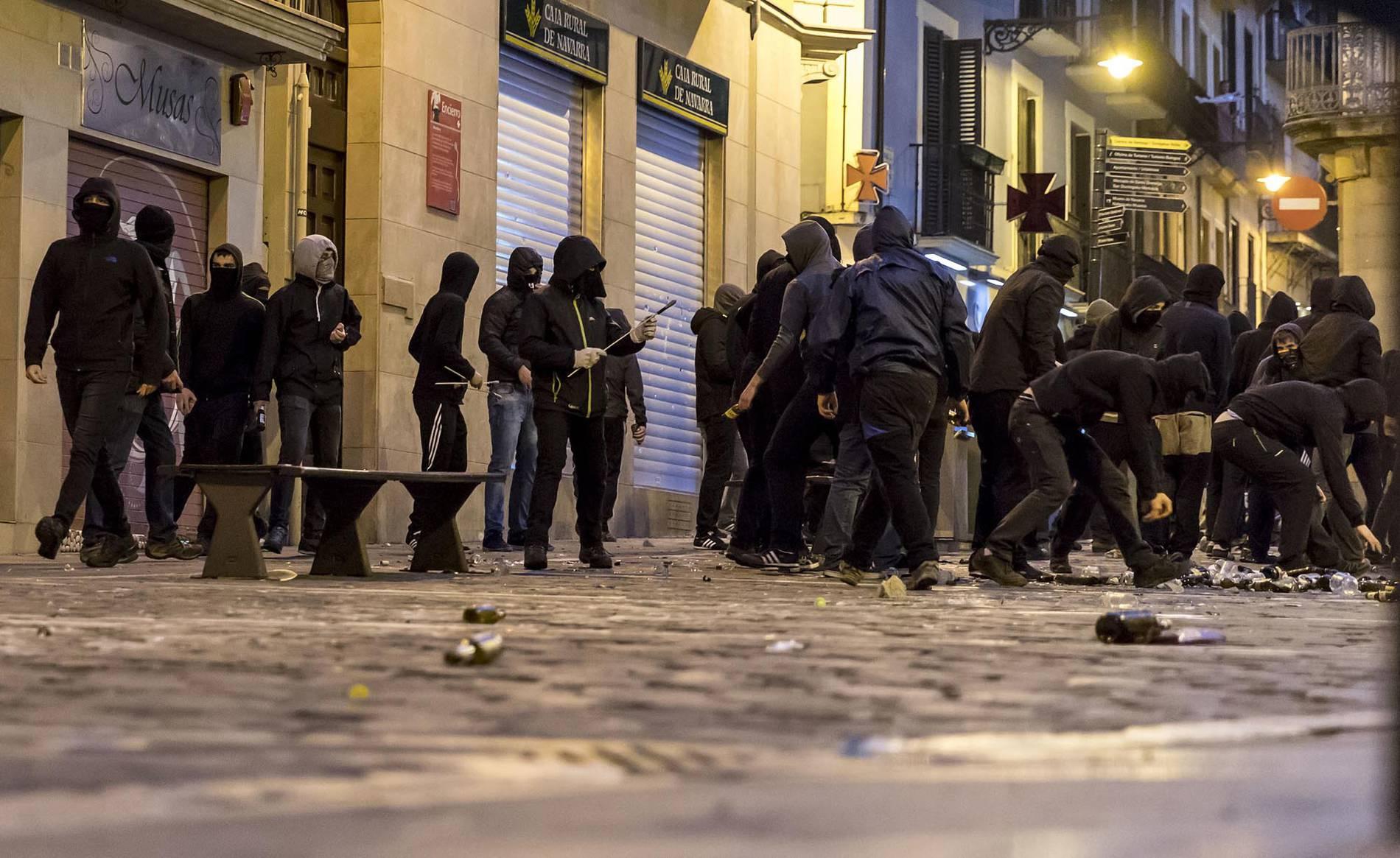 Incidentes en el Casco Antiguo de Pamplona (17/52) - Incidentes en el Casco Antiguo de Pamplona este sábado tras una concentración contra la represión - Pamplona y Comarca - .