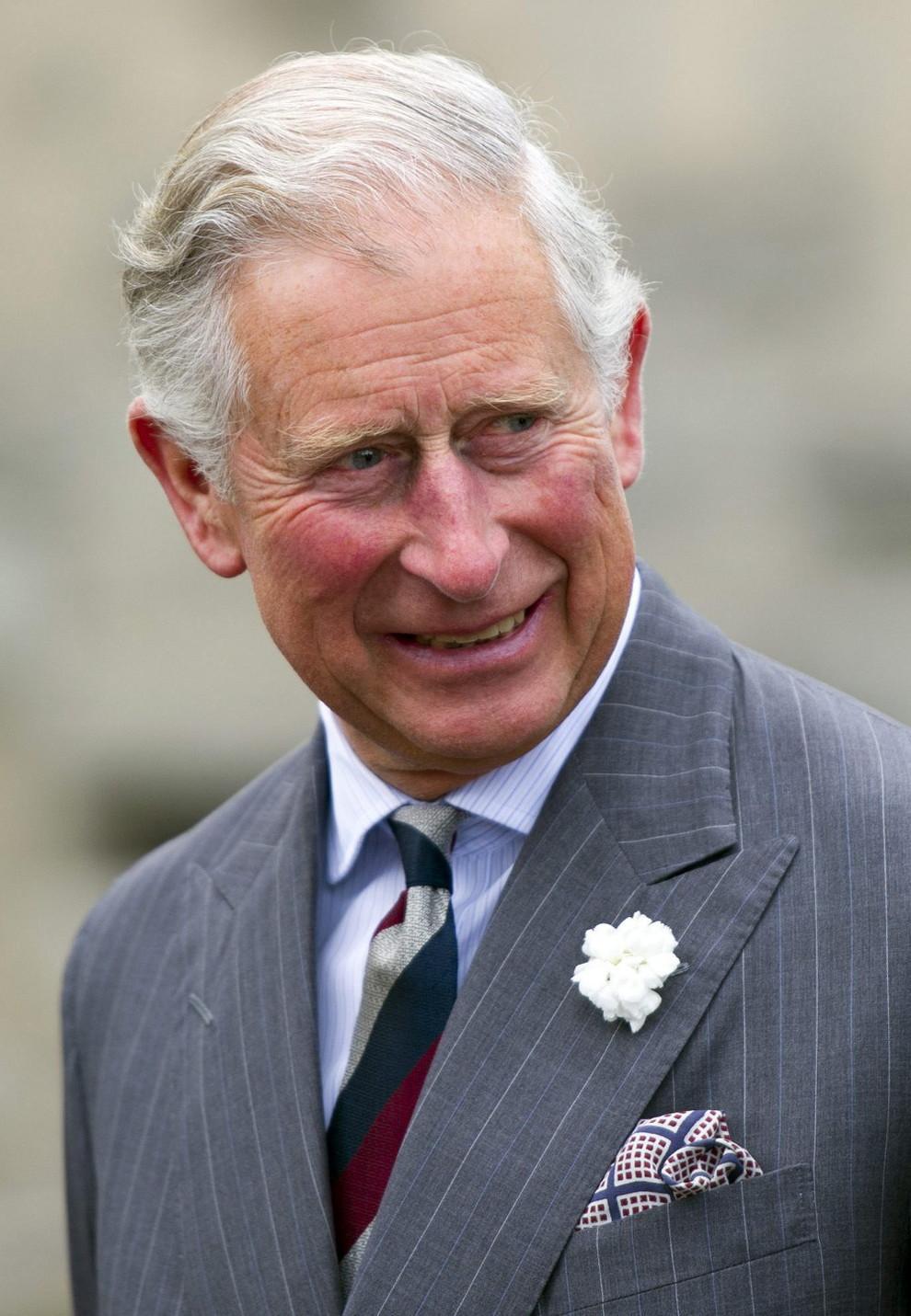 El Príncipe Carlos Llega A La Edad De La Jubilación Sin
