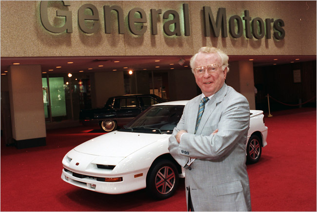 Roger B Smith 82 ExChief of GM Dies  The New York Times