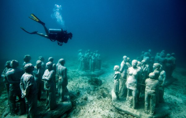 In Canc Protect Reef With Underwater Statues