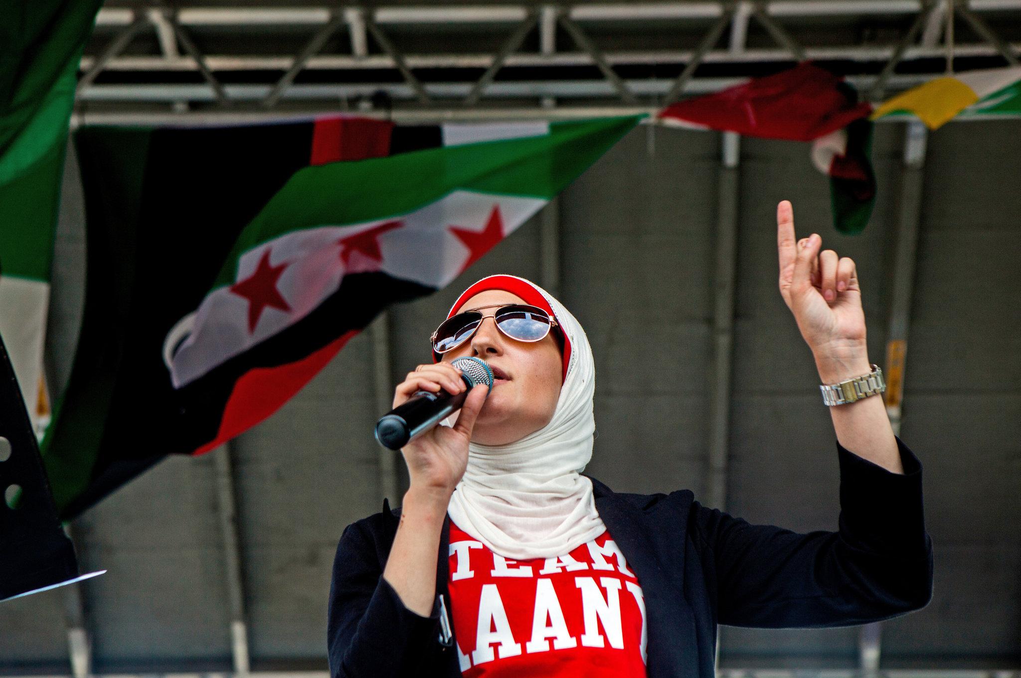 Così mi dice chiara, rossetto rosso, hijab giallo e. Linda Sarsour Is A Brooklyn Homegirl In A Hijab The New York Times