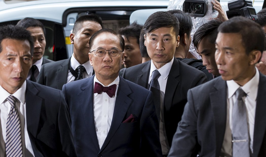 香港前特首曾蔭權被控貪腐 - 紐約時報中文網