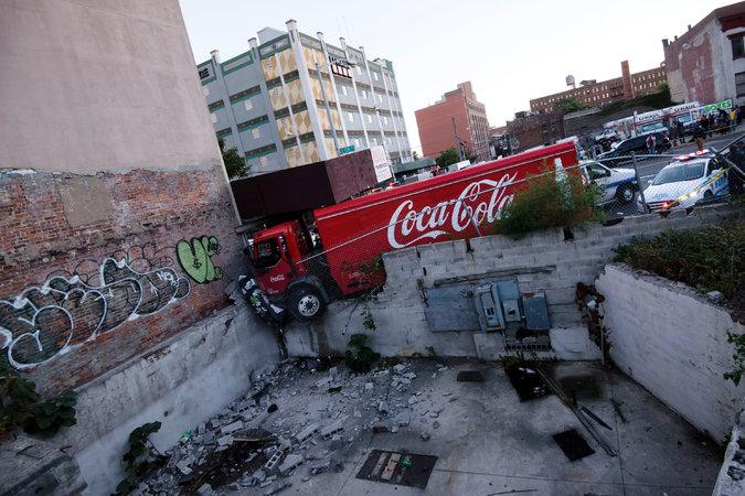 Crash Buildings Trucks