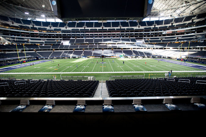 Cowboys Owner Jerry Jones Wows Those Gathered at the