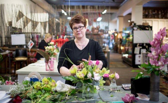 Florist Friendly Marketplaces Help Local Flower Shops Hang