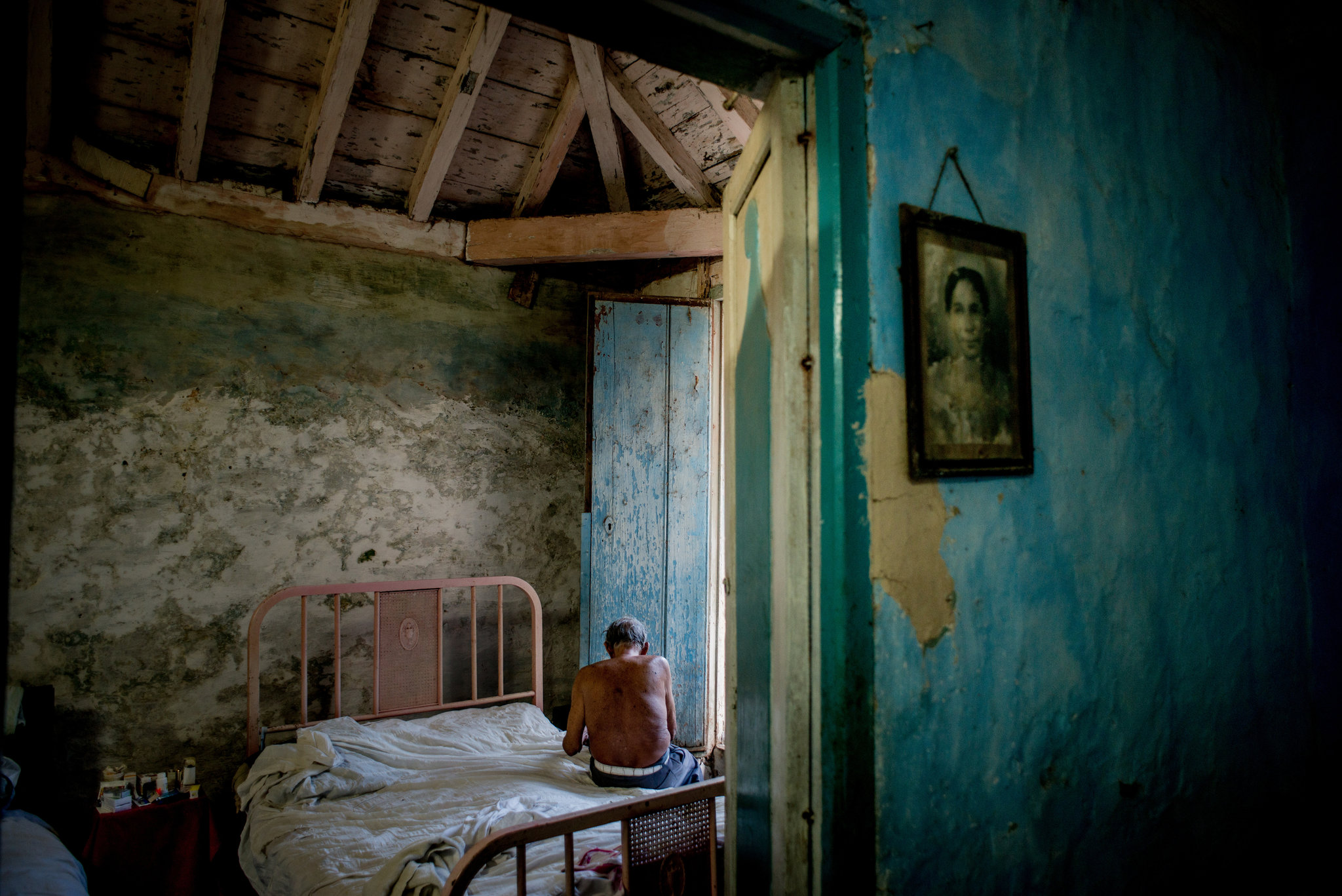 cristina garcia s dreaming in cuban essay Hyphenated identities in cristina garcía's dreaming in cuban and  3 for a fine  analysis of the first generation of cuban immigrants and their.