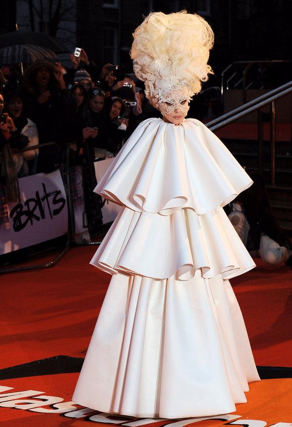 Lady Gaga Egg Dress : dress, Gaga's, Giant, Diamond, Necklace, Times