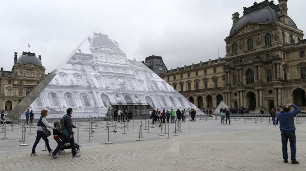 Louvre And Mus Orsay Prepare Reopen Floodwaters