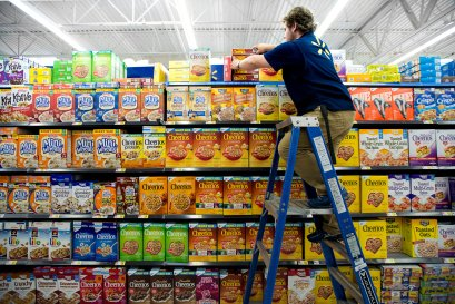 A Walmart trainee perfecting a cereal display in Fayetteville, Arkansas. Credit Melissa Lukenbaugh for The New York Times