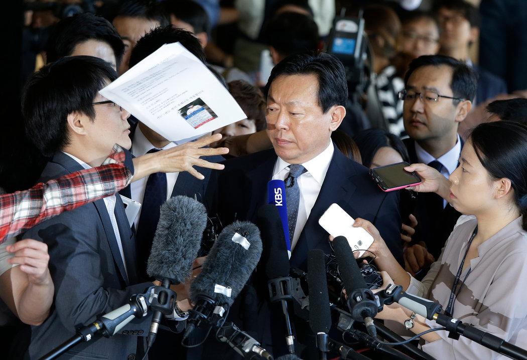 樂天集團掌門人家族因腐敗被起訴 - 紐約時報中文網