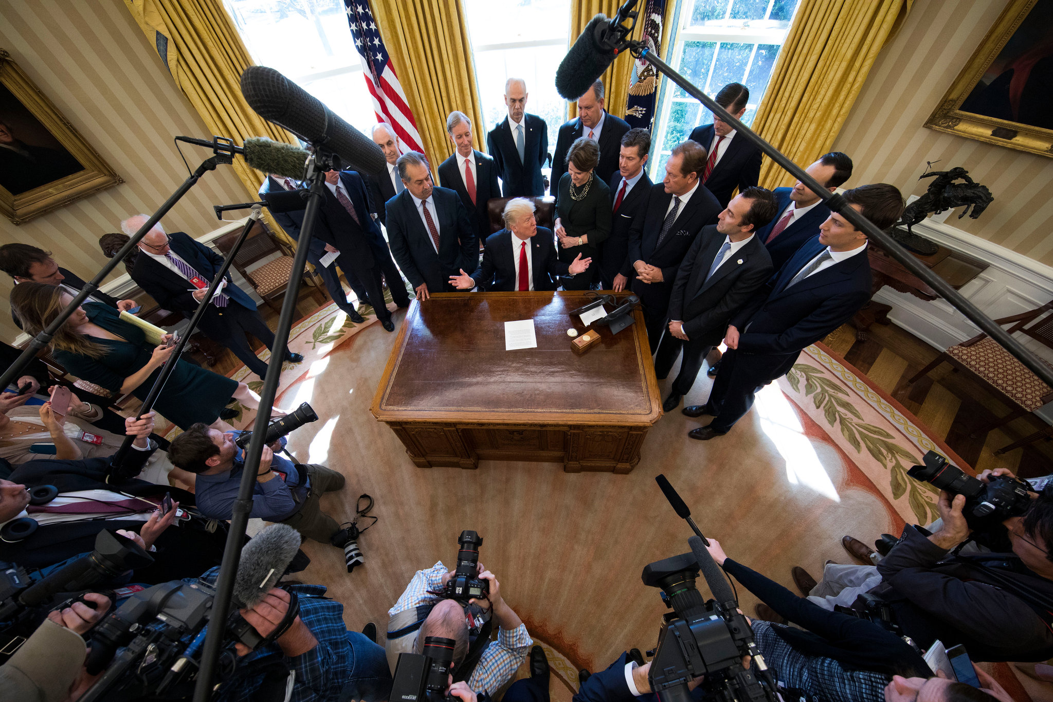 Trump Intensifies Hiss On Journalists And Condemns F B I Leakers