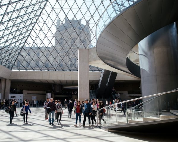 Make Of Louvre - Culture Guides